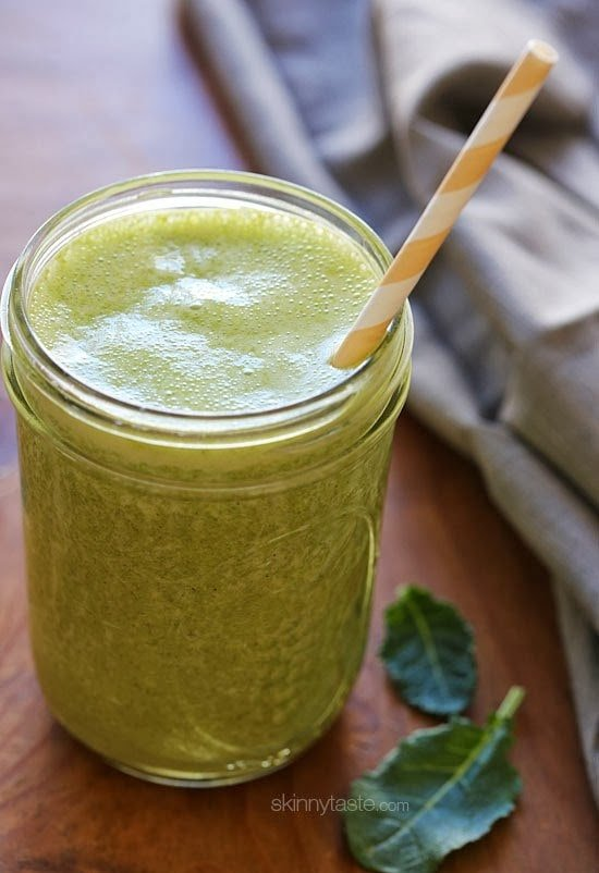 Baby kale, banana, chia seeds, and shelled hemp seeds – this superfood smoothie is packed with nutrients and it